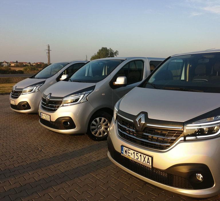 Trzy busy marki Renault